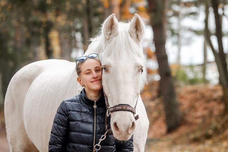 Волонтёрка Ирина и конь Уран