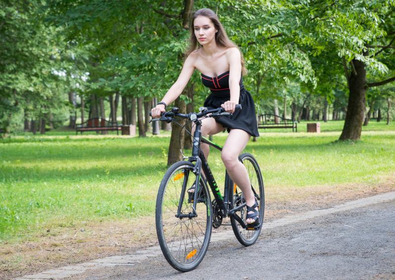 Девушка на велосипеде на работу работа для девушки в охране без лицензии