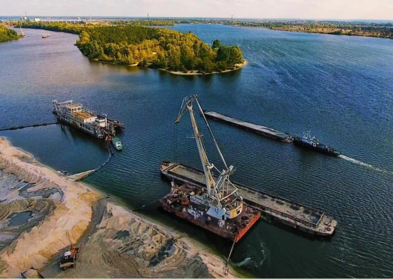 Дноуглубление реки Припять в Чернобыльской зоне отчуждения© Соби