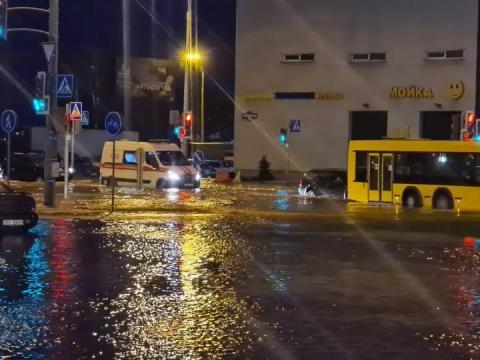 Авария на водопроводе. Жители сразу нескольких районов Минска остались без воды