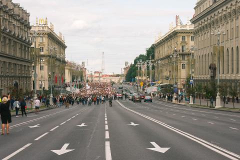 «Сидеть на газоне – это протест». Горожанин Андрей Карпека о том, как насилие изменило Минск