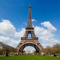 Главная достопримечательность Парижа стала ветрогенератором