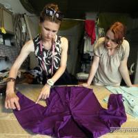 Новая юбка из старого платья: как мы переделали мамины вещи