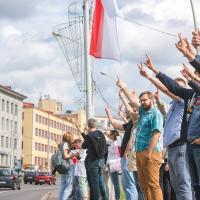 «Науку, скорее всего, развалят». Цепь солидарности выстроилась возле Национальной академии наук в Минске