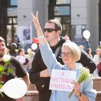 «Я учитель и хочу этим гордиться». Фоторепортаж с акции учителей в Минске