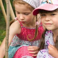 «В начале года мы решили, что посадим клён». Как столичный детский сад ввел традицию эковыпускных
