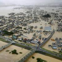 Количество погибших в результате наводнений и оползней в Японии достигло 155 человек