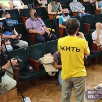 «Референдум – это шаг навстречу власти». Как прошла встреча активистов против АКБ с местной властью