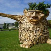 Гигантские скульптуры из древесных отходов поселились в Дании