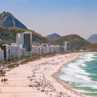На бразильском пляже после новогодних гуляний собрали сотни тонн мусора