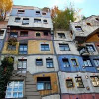 Цветные города. Архитектор-колорист из Парижа рассказывает, как спасти спальные районы беларусских городов