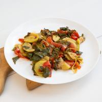 Лайфхак. Летнее веганское блюдо из кабачков, помидоров и подорожника