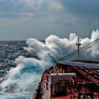 У берегов Норвегии может опрокинуться танкер с 400 тоннами нефти