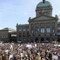 Швейцарцы проголосовали против сокращения выбросов СО2