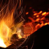 Сжигая отходы и сухие листья, мы загрязняем воздух