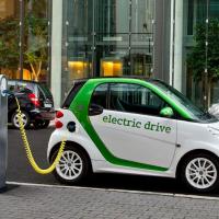 Электромобили разрешили ввозить без НДС, но только физлицам