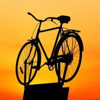 Велосипедисты просили велодорожку вокруг Минского моря. Чиновники: деньги только на больницы и школы