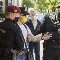 Пятерых арестовали до, столько же пропало после. Как брестчане покормили голубей на выходных