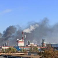 «Выбрасывают в воздух без очистки». Эксперт анализирует дым завода в Светлогорске