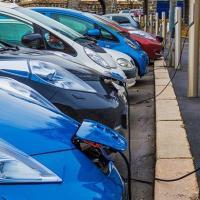 Электромобиль – средство передвижения и всё ещё роскошь. Как Беларуси развивать экологичные виды транспорта?