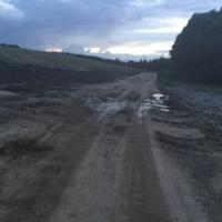 Под Гродно вывалили рядом с единственной дорогой к дачам кучу навоза, которая с первыми дождями растеклась по проезжей части