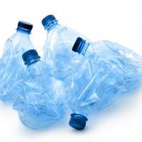 «Без нас нас женят». Бизнес продолжает спорить с государством о повышении сбора на пластик и депозитно-залоговой системе