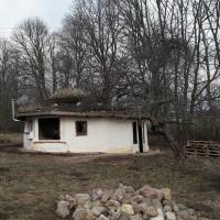 Крюгеры и их дом хоббитов. Как немецкая семья переехала в Латвию и стала селебрити среди местных пермакультурщиков