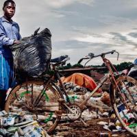 Пластик и нищета. Кому приходится хуже всех