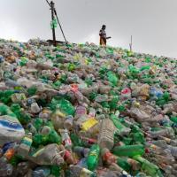 Крупные инвестиции в производство пластиковых изделий подпитывают глобальное упаковочное сумасшествие