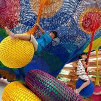 Вязаная игровая площадка для японских малышей. Уникальный арт-проект Toshiko Horiuchi Macadam
