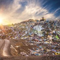 Как мусорные свалки способствуют глобальному изменению климата и что делать с метаном?
