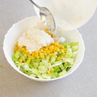 Рецепт «Крабового салата» с тофу и сельдереем