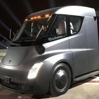 Знакомьтесь, это Semi — первый беспилотный электрогрузовик от Tesla