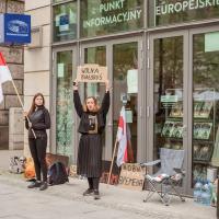 Беларускі трымаюць галадоўку пад офісам Еўракамісіі