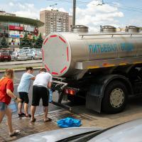 Жители сразу нескольких районов Минска жалуются на отвратительный запах воды. Что делать?