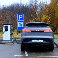 «Через десять лет в Беларуси будет больше полумиллиона электромобилей». Эксперты — о рынке электрокаров