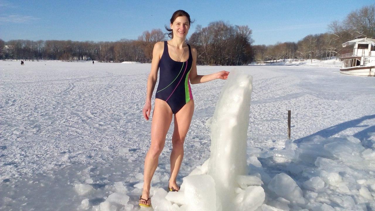 Голые девки в проруби зимой знаю