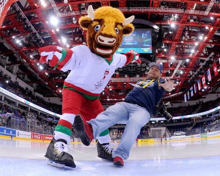 Пока с брендингом у нас не слишком успешно. Таким в 2014 году был символ Чемпионата мира по хоккею — зубр, прозванный Валерой. Появившиеся чуть позже бренд столицы «Think Minsk» тоже не прижился