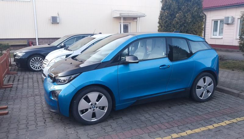 фото 2 Электромобили на стоянке компании e-cars.by