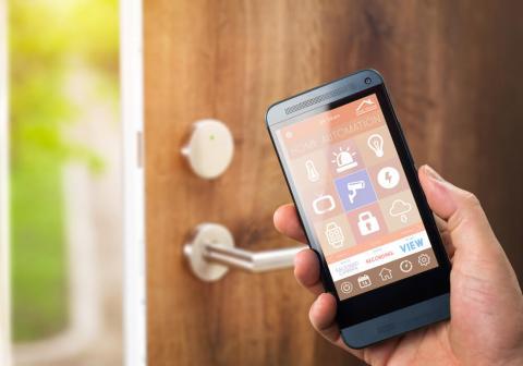 «Экономии пока не видно». Смогут ли интернет-технологии упростить жизнь в беларусских домах?