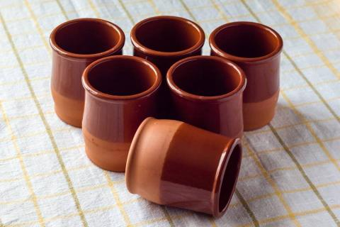 E-cup. Гліняныя кубачкі – добрая альтэрнатыва пластыкавым, якія мы выкарыстоўваем некалькі хвілін, а потым выкідаем