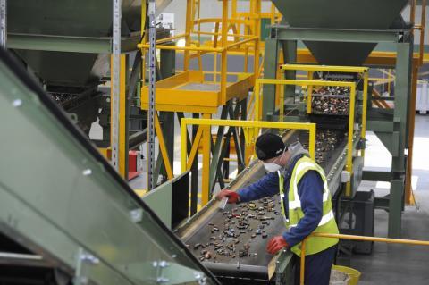 Переработка батареек в Смолевичском районе: производство нужно, но «не за забором у людей»