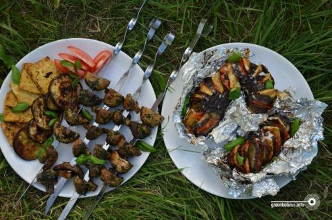 VeganFood: «Веер» з баклажанаў і грыбны шашлык для загараднага пікніка