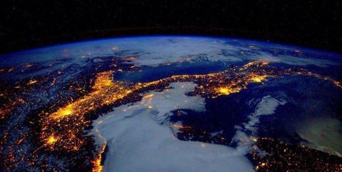 Фиолетовая планета и взрывные озера. 10 необычных фактов о Земле