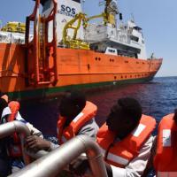 Италия арестовала судно и счета «Врачей без границ» из-за «одежды мигрантов, зараженной ВИЧ, менингитом и туберкулезом»
