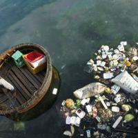 Около тысячи тонн пластика плавает на поверхности Средиземного моря