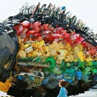 Изысканный трэш: пять художников, способных создать из мусора конфетку