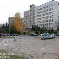 После обращений гродненцев около поликлиники №3 построили парковку