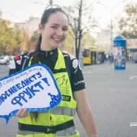 Фрукты для велосипедистов: в ожидании Дня без автомобиля в Минске раздавали бананы