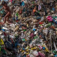 Ученые: «Водопроводная вода во всем мире загрязнена микропластиком»